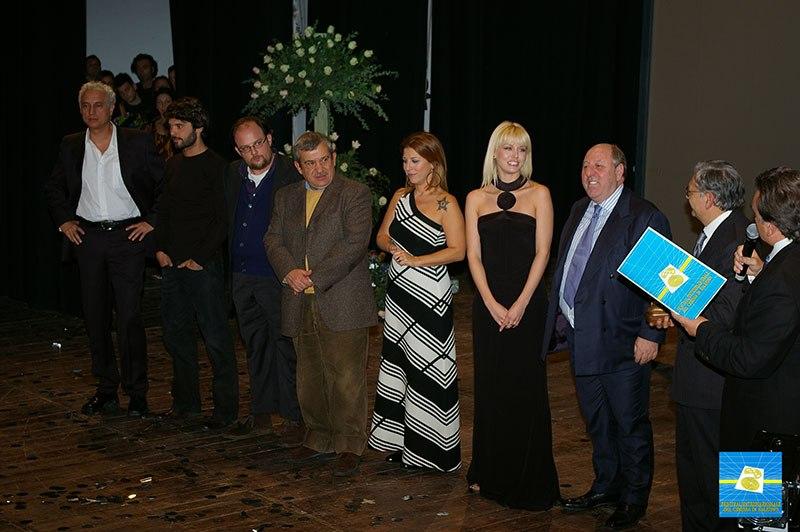 CARLO-PRINCIPINI-con-gli-attori-ELENA-BAROLO-LUCA-SETA-MASSIMO-OLCESE-Vincenzo-CROCITTI-Giuseppe-GANDINI-Michela-ANDREOZZI